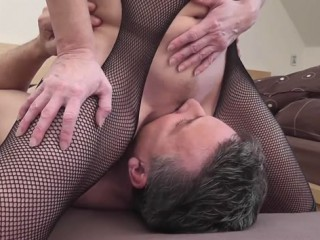 Face sitting d'une milf blonde sur son mari