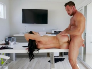 Surprise par son boss en train de mater du porno !